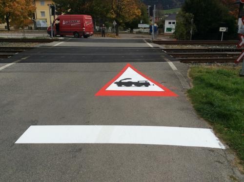 Fahrbahnmarkierung, Bahnübergang