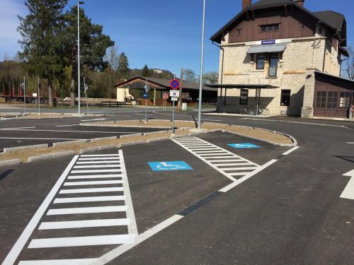 Parkplatzmarkierung, Bahnhof Weizelsdorf
