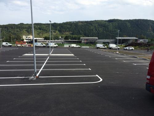 Parkplatzmarkierung, Interspar
