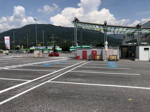 Parkplatzmarkierung VEZ - Merkur-Markt, Villach